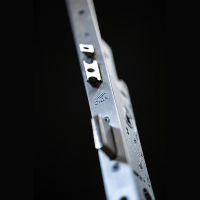 Serrature Cisa con nuovo sistema motorizzato a testata corta per porte in alluminio e ferro